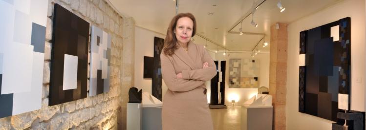 Liliana Zafrani en su galeria